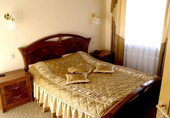 Санаторий Железнодорожников Хмельник Фото - Номера Корпус VIP - Кровать в Номере