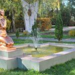 Санаторий Железнодорожников Хмельник Фото - Статуя На территории.