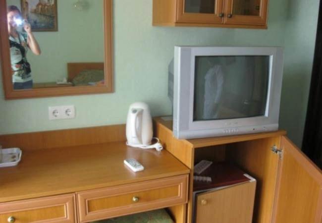 Санаторий Железнодорожников Хмельник Фото - Номера Трехместные - Телевизор.