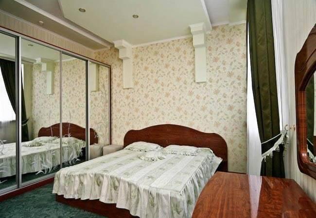 Березовый Гай Миргород Фото - Люкс 2-комнатный категория А - Спальня.
