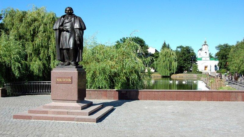Памятник Николай Гоголь