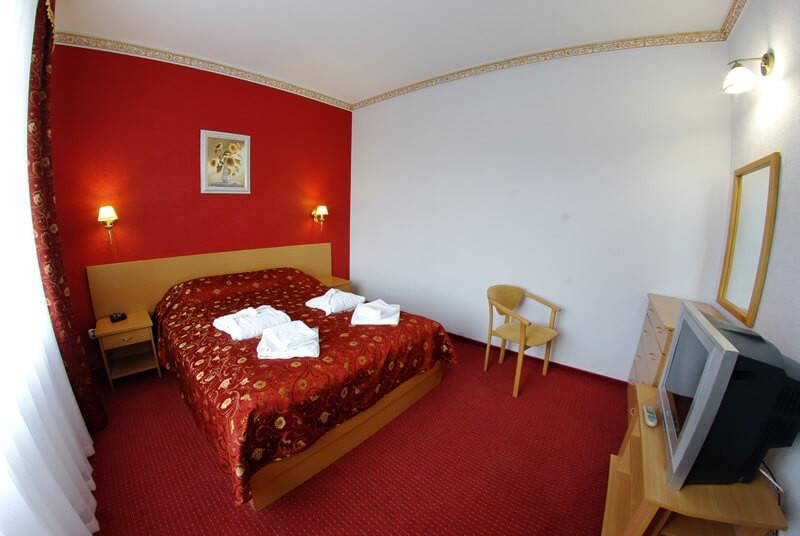 Санта Мария Сходница Фото - Номер люкс двухкомнатный - Кровать.