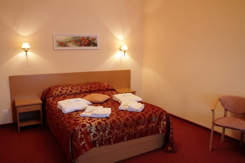 Санта Мария Сходница Фото - Номер люкс мансарда - Кровать.