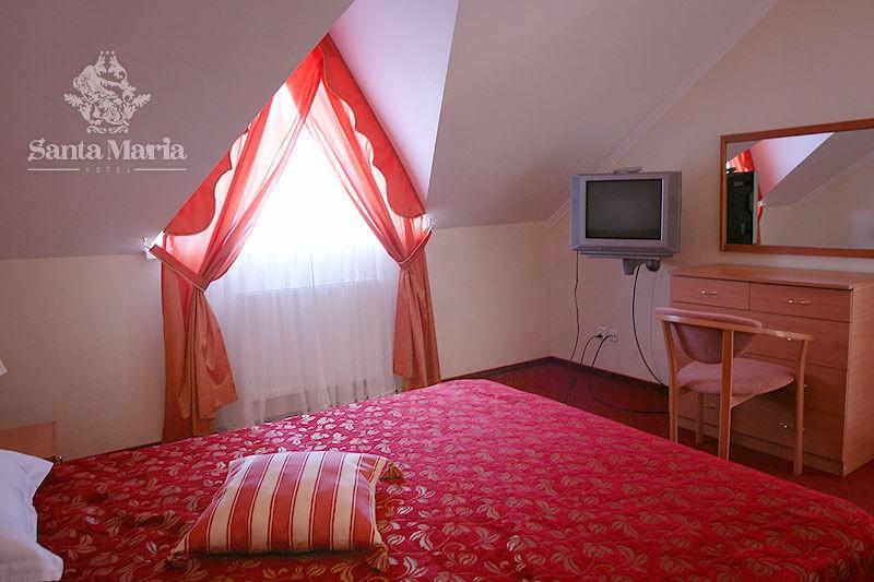 Санта Мария Сходница Фото - Номер люкс мансарда - Спальня.
