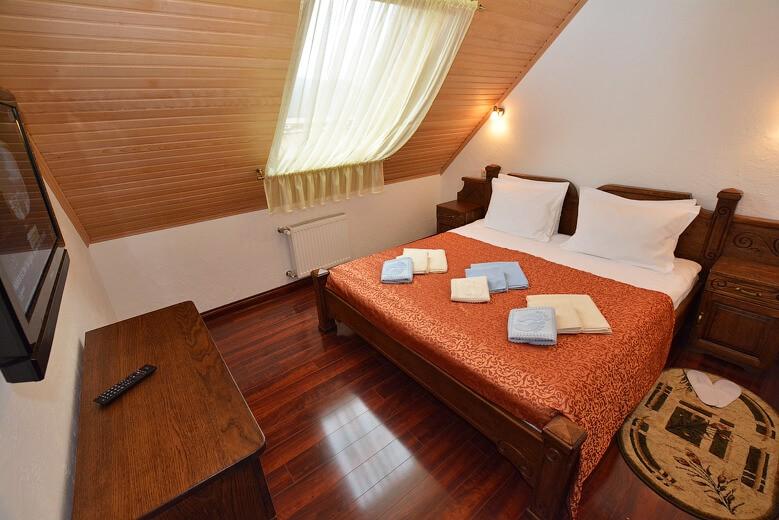 Отель Дианна Сходница Фото - Номер люкс комфорт - Кровать.