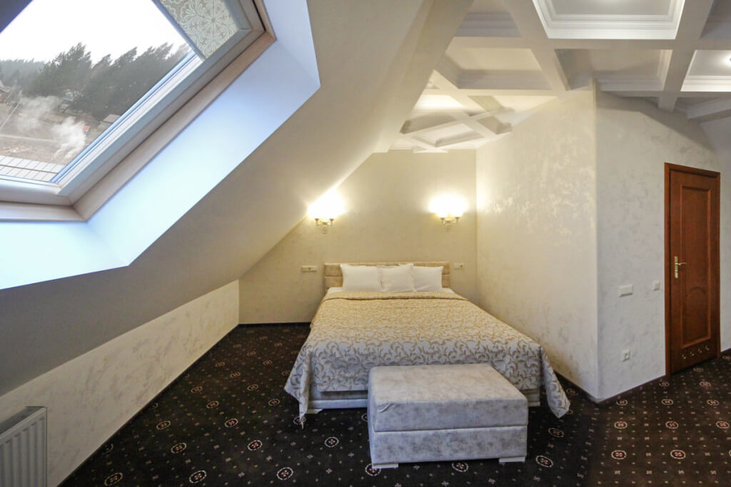 Отель Дианна Сходница Фото - Номер люкс двухуровневый - Кровать.