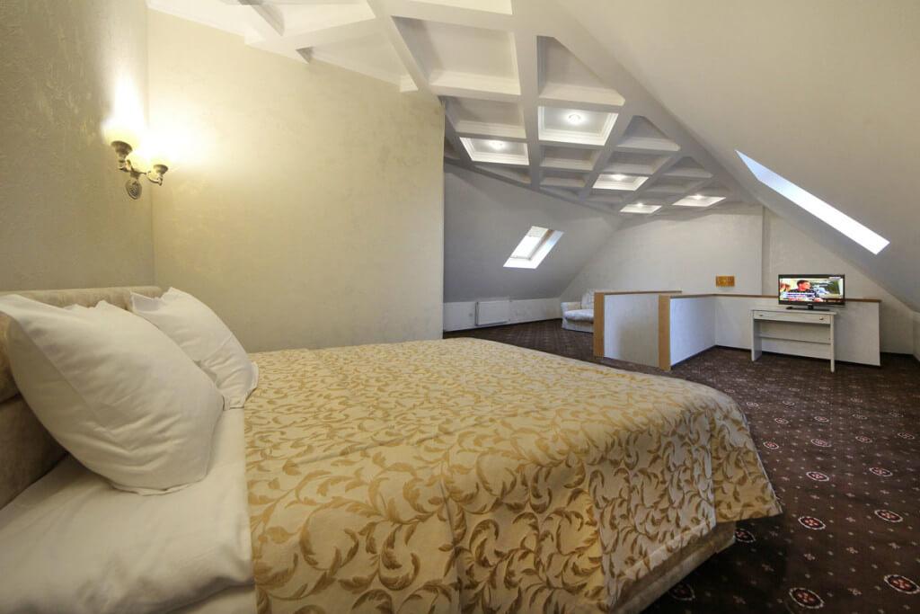 Отель Дианна Сходница Фото - Номер люкс двухуровневый - Спальня.