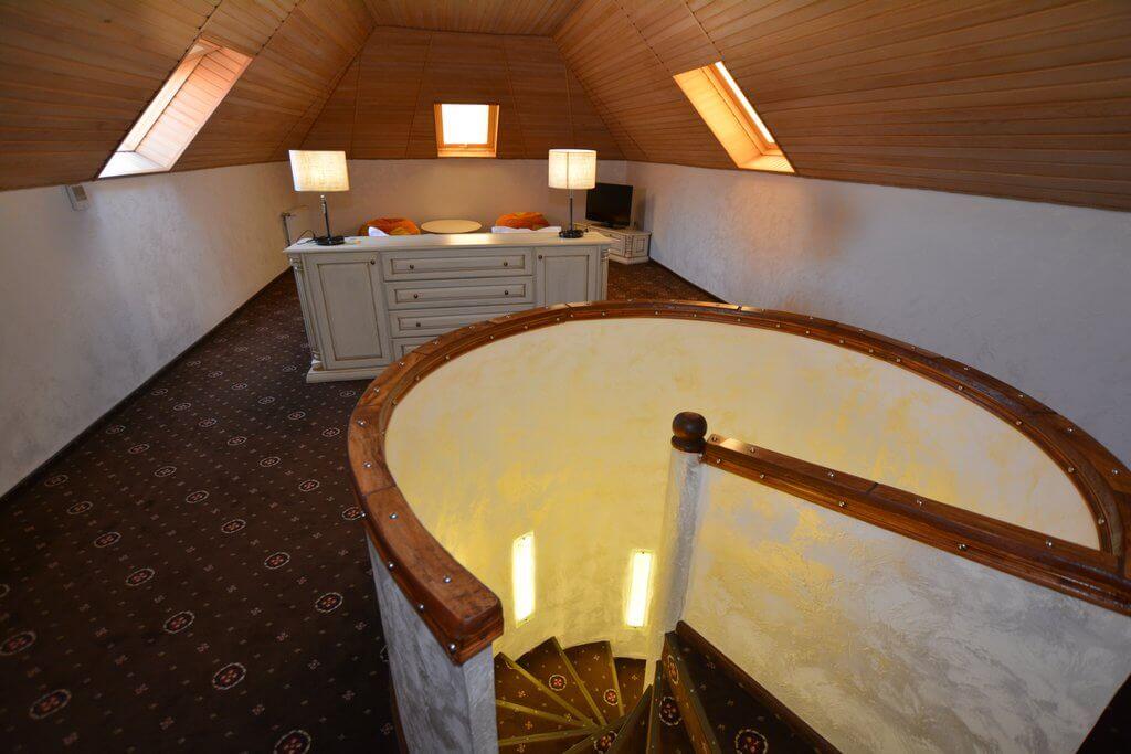 Отель Дианна Сходница Фото - Номер люкс двухуровневый - Лесница