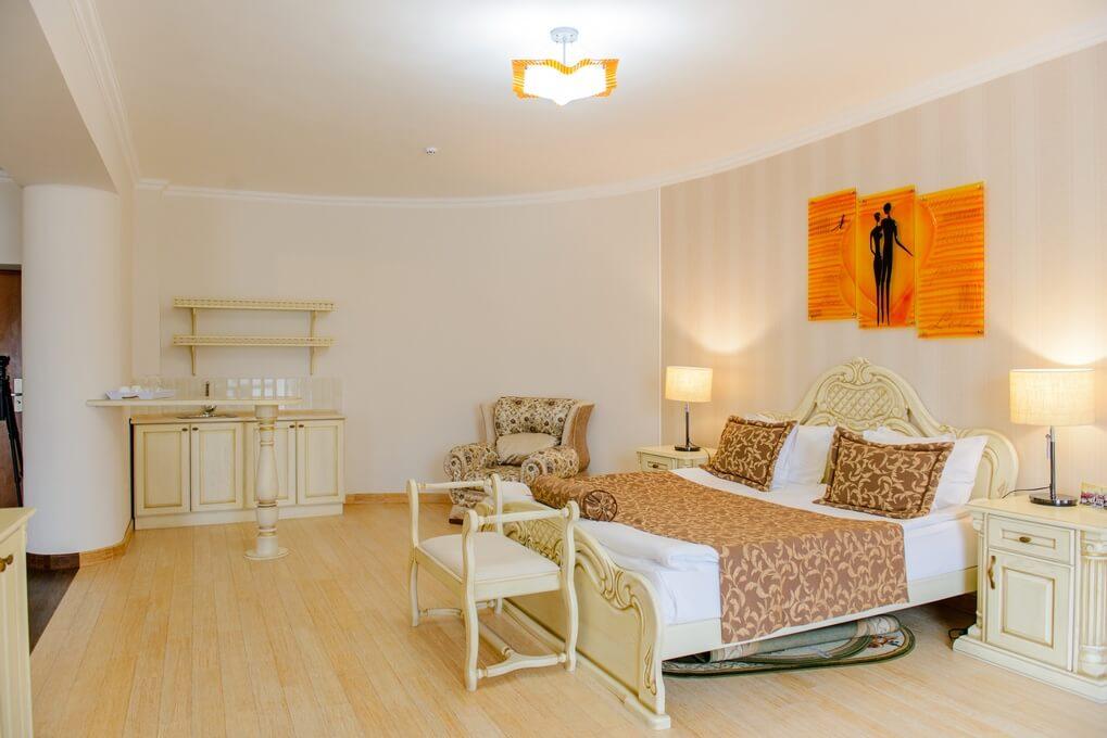 Отель Дианна Сходница Фото - Номер люкс супериор - Спальня.