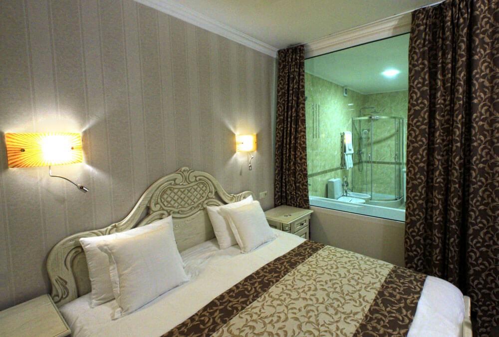 Отель Дианна Сходница Фото - Номер люкс трехкомнатный - Спальня.