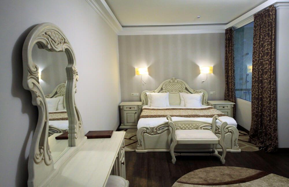 Отель Дианна Сходница Фото - Номер люкс трехкомнатный - Спальная комната.