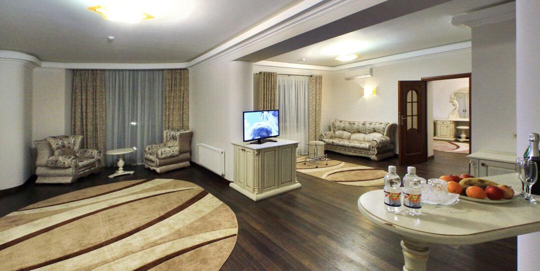Отель Дианна Сходница Фото - Номер люкс трехкомнатный - гостиная.