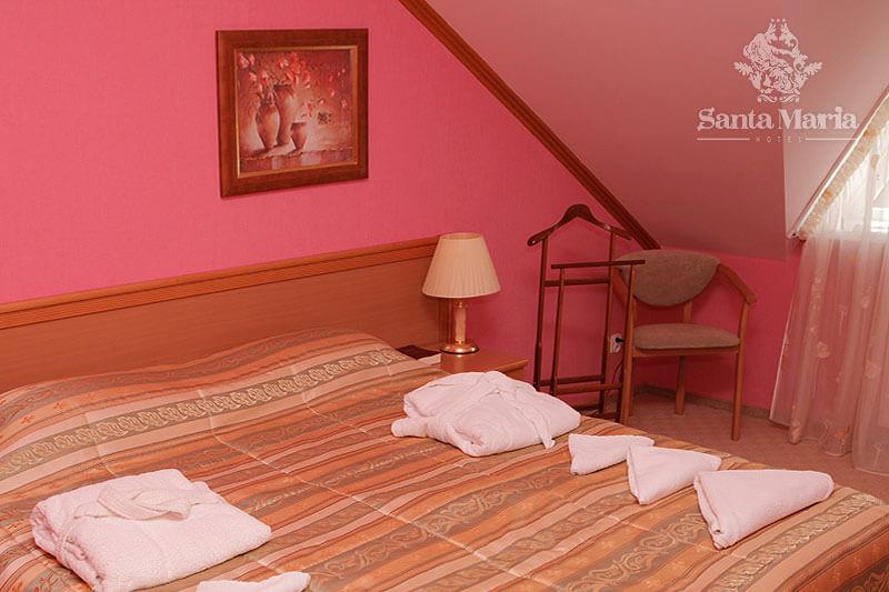Санта Мария Сходница Фото - Номер люкс с камином - Кровать.