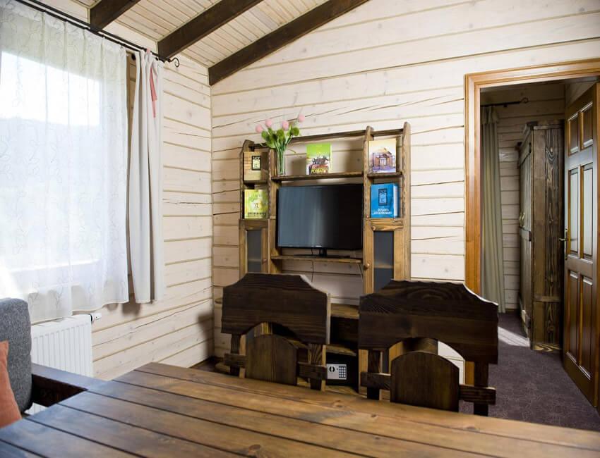 Таор Карпаты Сходница Фото - Номер маленький семейный дом - Стулья.