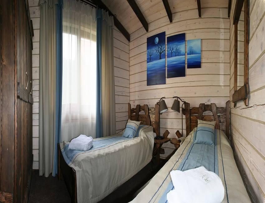 Таор Карпаты Сходница Фото - Номер маленький семейный дом - односпальные кровати.