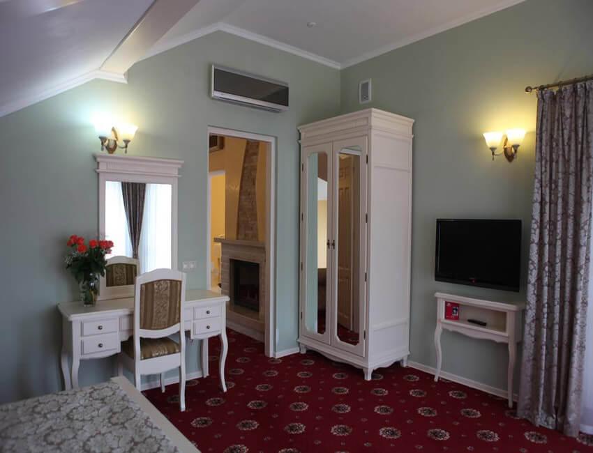 Отель Респект Сходница Фото - Номер апартаменты - Шкаф.