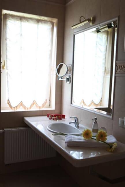 Отель Респект Сходница Фото - Номер апартаменты - Зеркало.