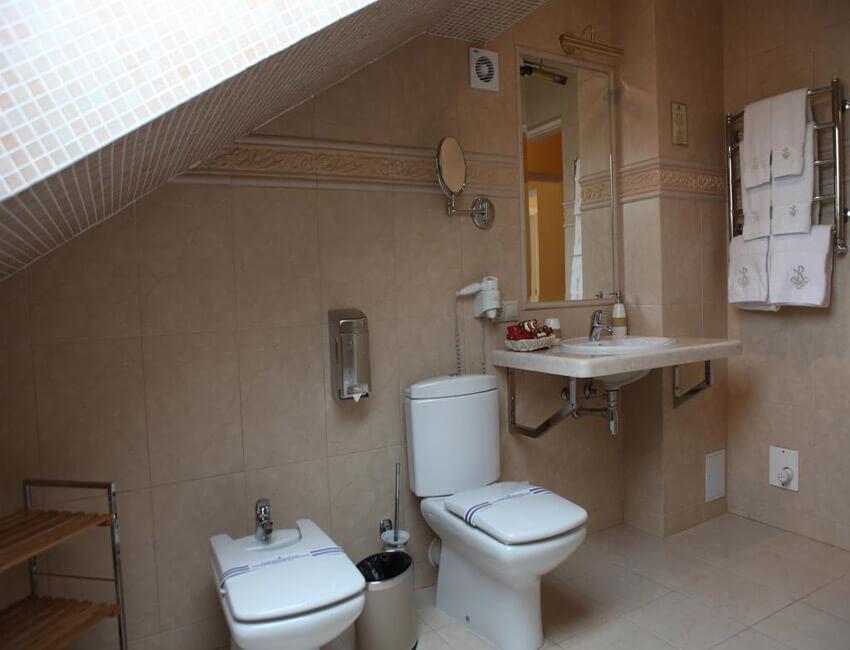 Отель Респект Сходница Фото - Номер апартаменты - Туалет.