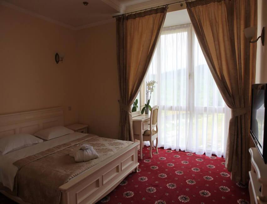 Отель Респект Сходница Фото - Номер апартаменты - Комната.