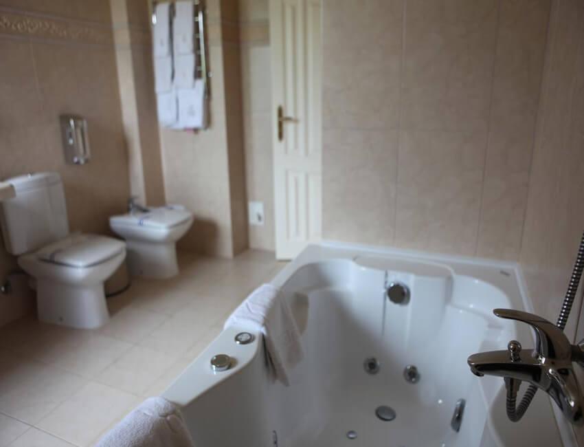 Отель Респект Сходница Фото - Номер апартаменты - Джакузи.
