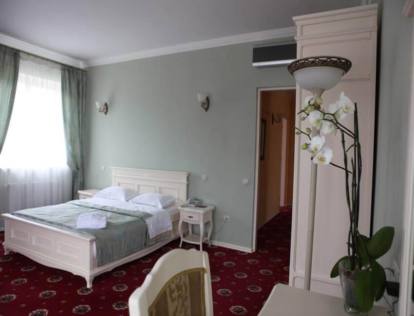 Отель Респект Сходница Фото - Номер апартаменты - Спальня.