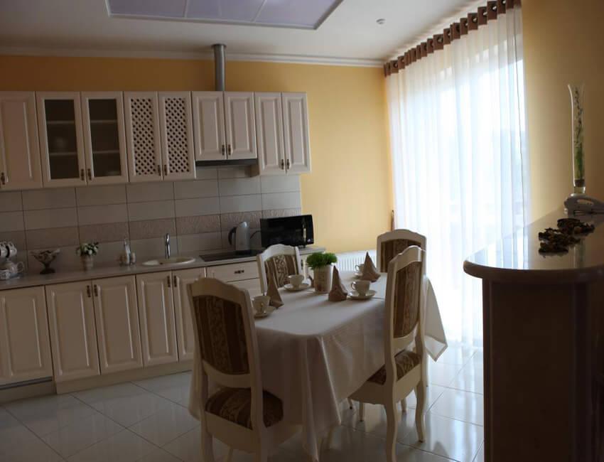 Отель Респект Сходница Фото - Номер апартаменты - Столик.