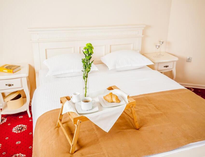 Отель Респект Сходница Фото - Номер апартаменты - завтрак.