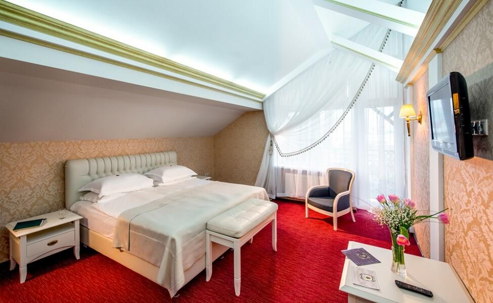 киевская русь сходница фото - номер апартаменты - двуспальная кровать.