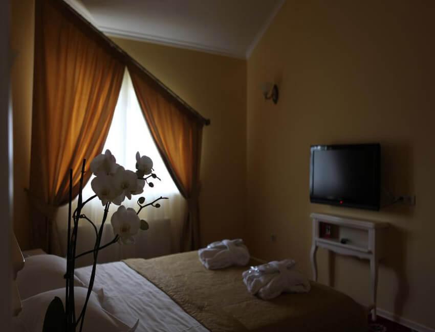 Отель Респект Сходница Фото - Номер люкс - Телевизор.
