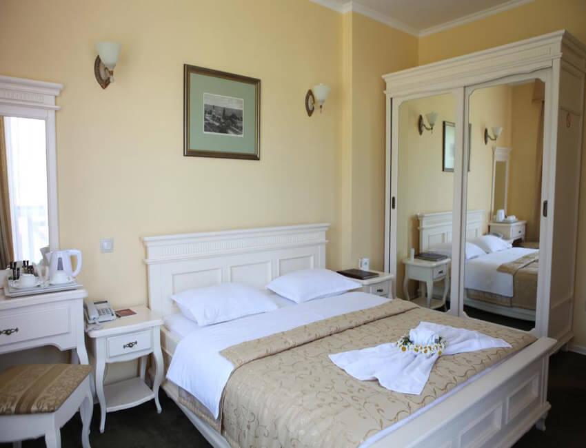 Отель Респект Сходница Фото - Номер стандарт - Двуспальная кровать.