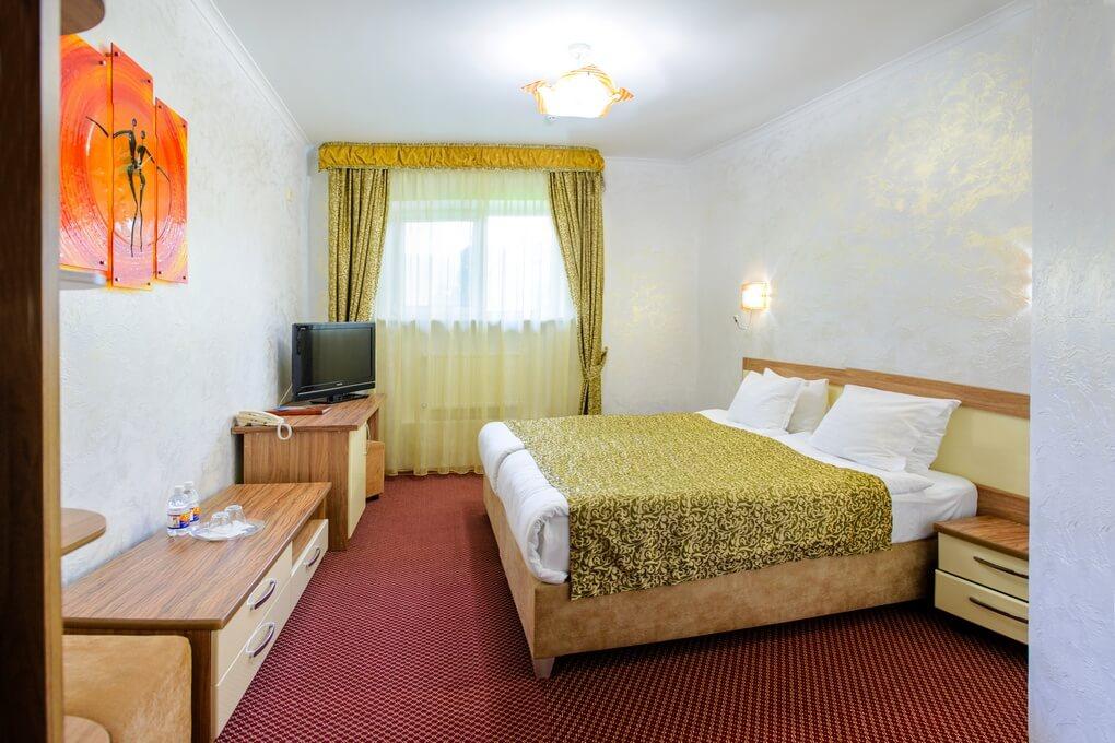 Отель Дианна Сходница Фото - Номер стандарт классик - Кровать.