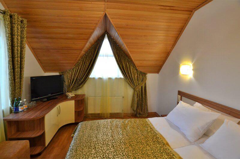 Отель Дианна Сходница Фото - Номер стандарт классик - Кровать в спальне.