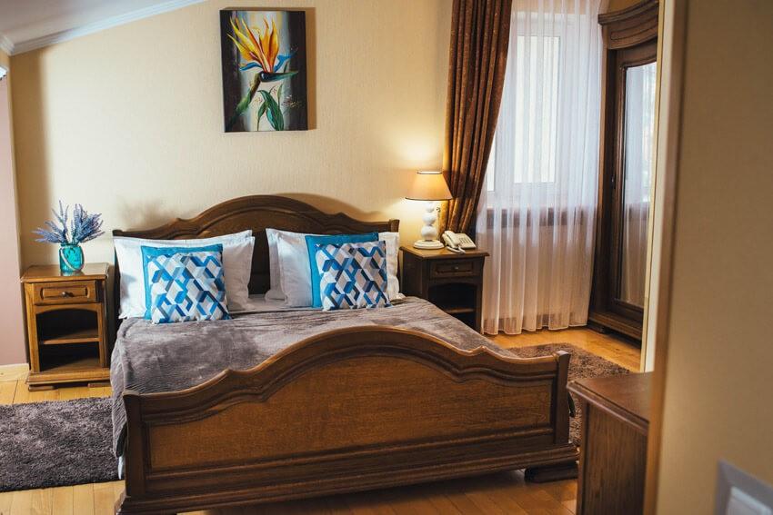 Тустань Сходница Фото - Номер стандарт мансарда - Кровать.