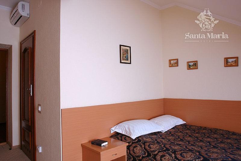 Санта Мария Сходница Фото - Номер Стандарт Мансарда - Кровать.