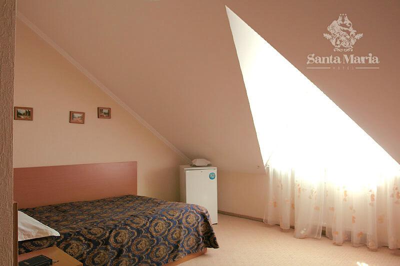 Санта Мария Сходница Фото - Номер Стандарт Мансарда - Спальня.