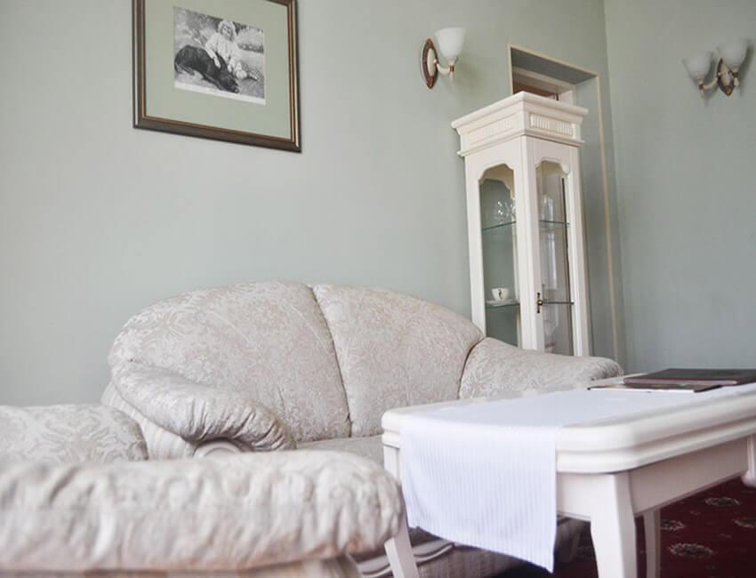 Отель Респект Сходница Фото - Номер люкс панорамный - Диван.