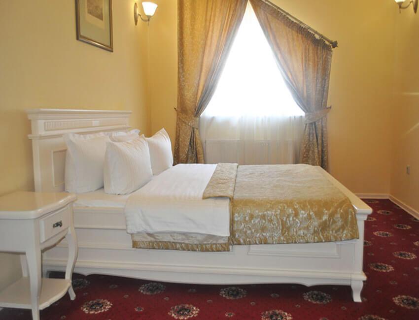 Отель Респект Сходница Фото - Номер люкс панорамный - Спальня.