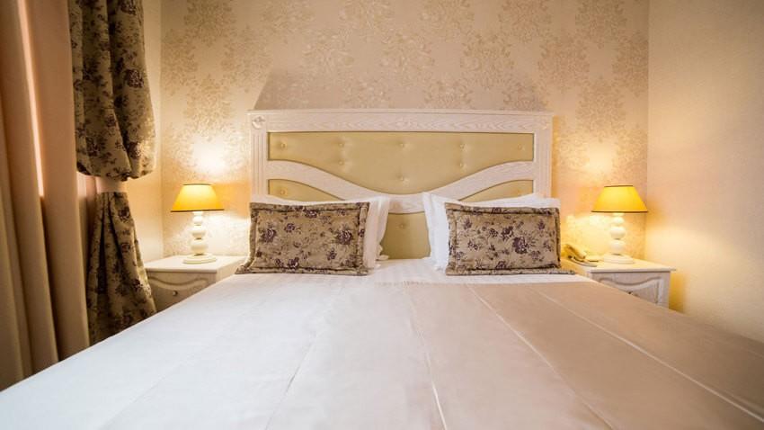 Тустань Сходница Фото - Номер полулюкс А улучшенный - Кровать
