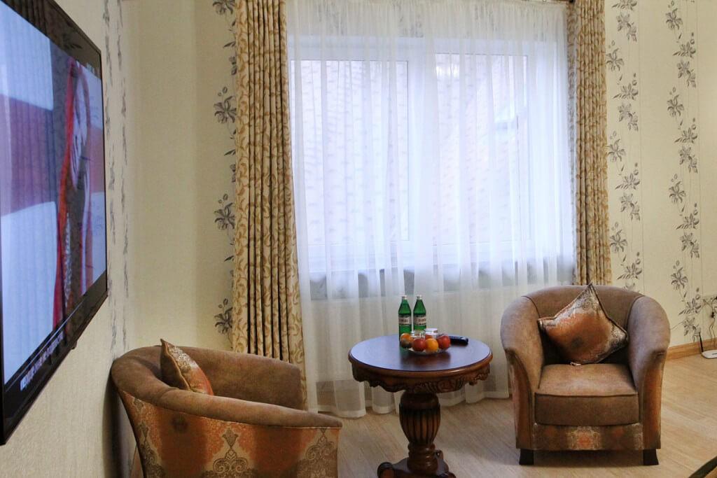Отель Дианна Сходница Фото - Номер полулюкс junior - Столик.