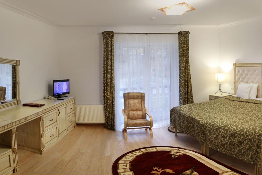 Отель Дианна Сходница Фото - Номер полулюкс junior - Кресло.