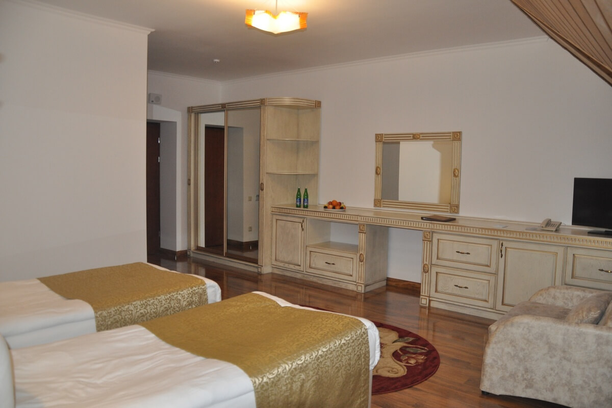 Отель Дианна Сходница Фото - Номер полулюкс junior - Две кровати.