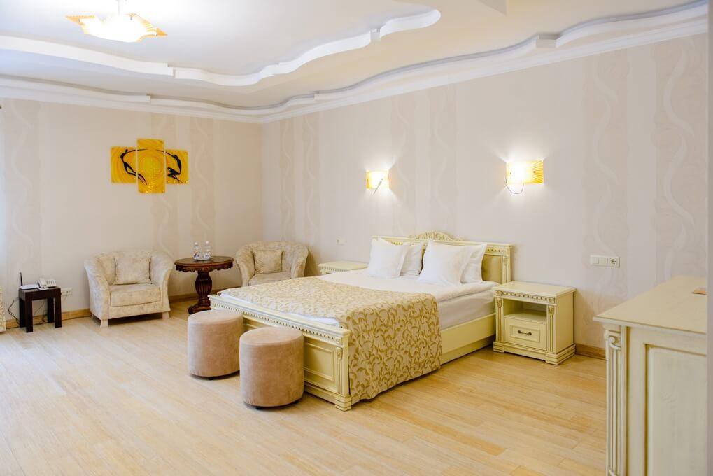 Отель Дианна Сходница Фото - Номер полулюкс junior - Спальная комната.