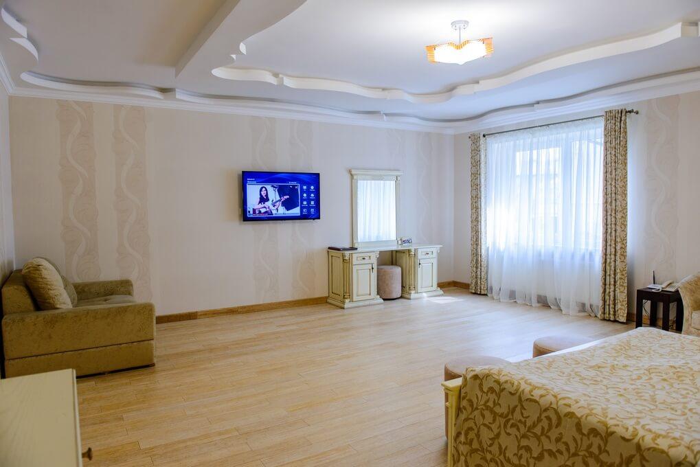Отель Дианна Сходница Фото - Номер полулюкс junior - Телевизор.