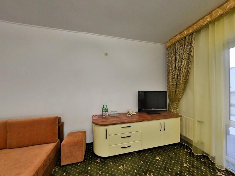 Отель Дианна Сходница Фото - Номер полулюкс junior - тумбочка.