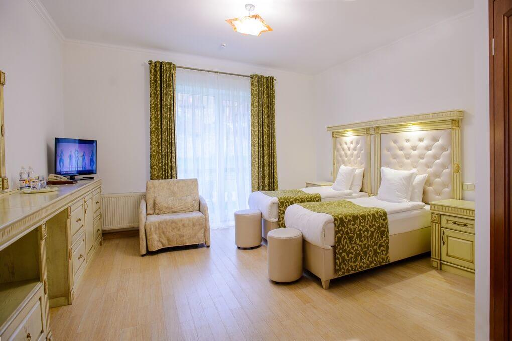 Отель Дианна Сходница Фото - Номер полулюкс junior - В комнате.