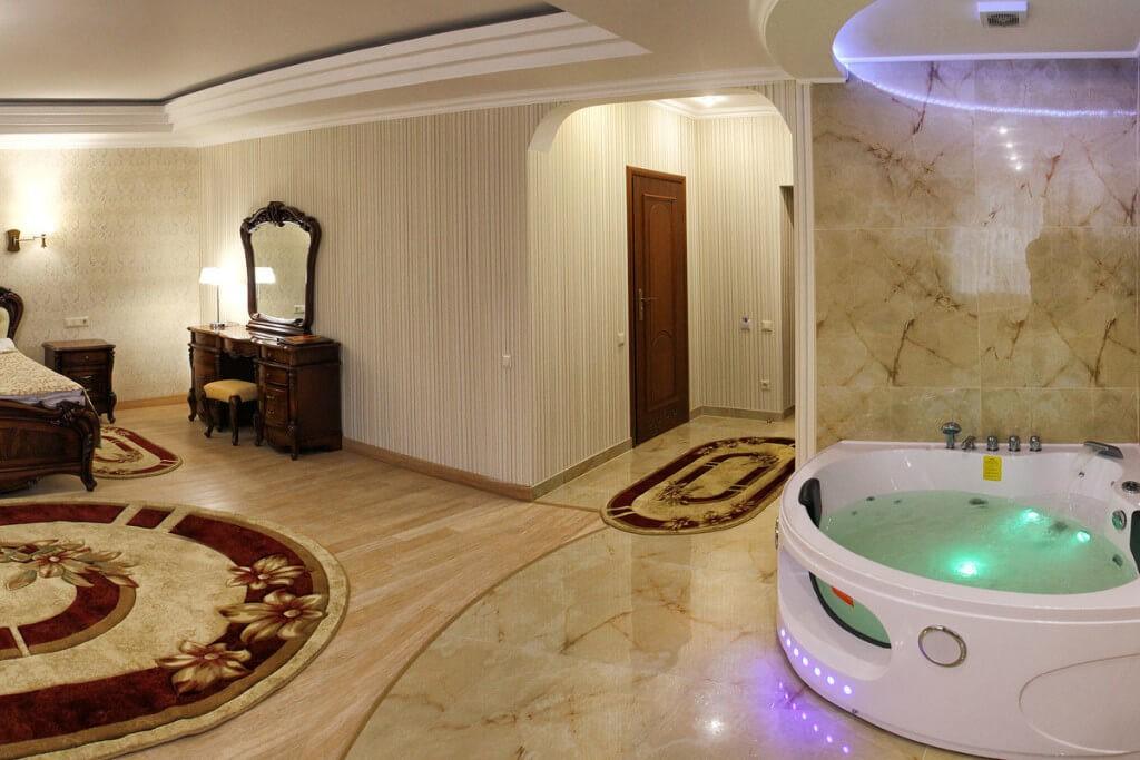 Отель Дианна Сходница Фото - Номер полулюкс супериор - в гостиной.