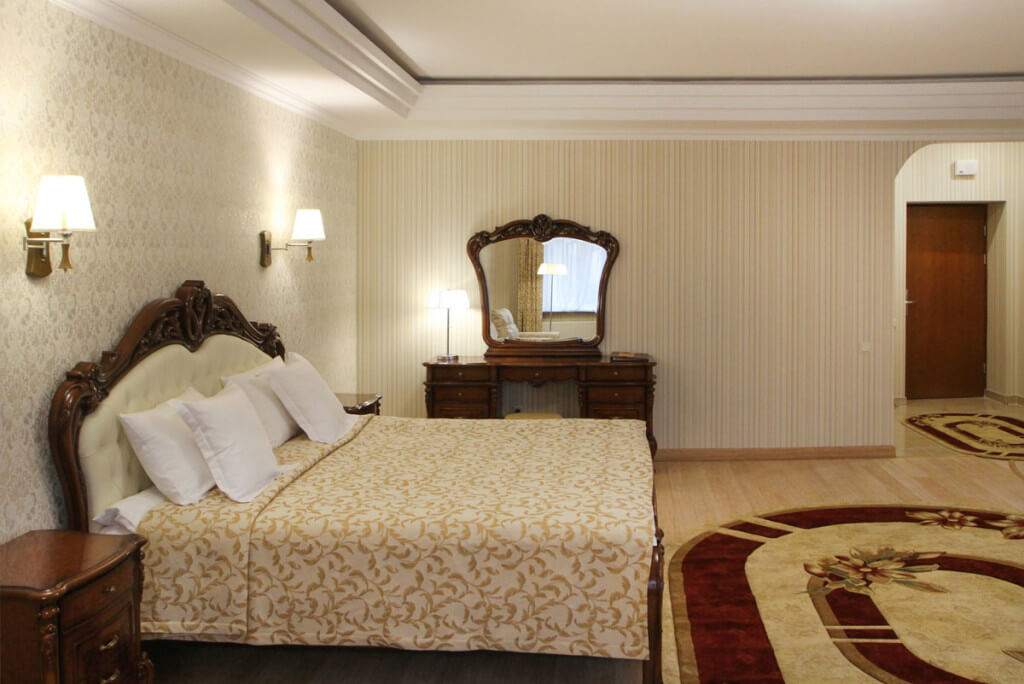 Отель Дианна Сходница Фото - Номер полулюкс супериор - Кровать.