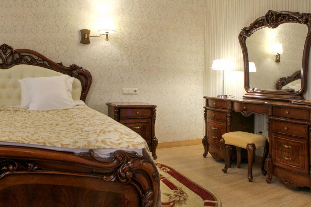 Отель Дианна Сходница Фото - Номер полулюкс супериор - Комплектация спальни.