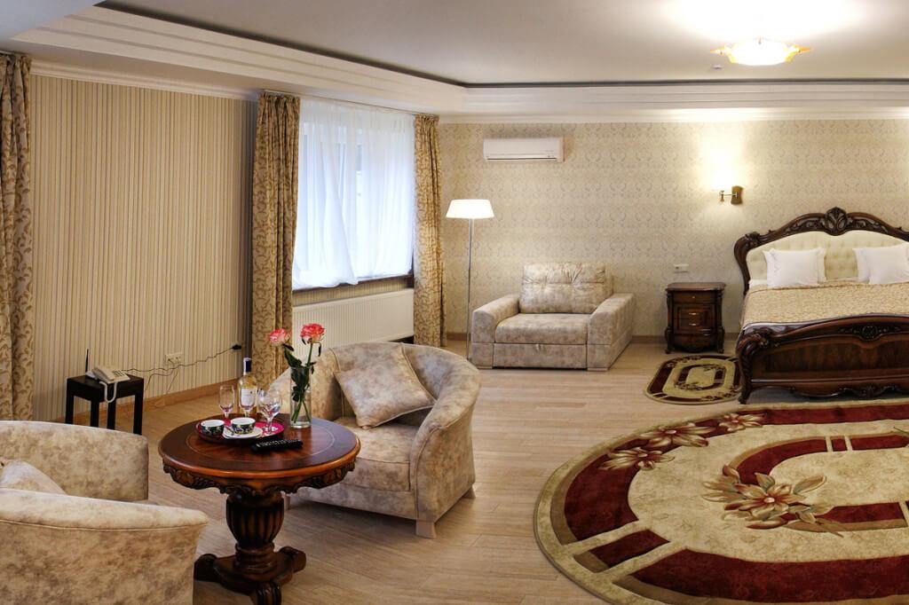 Отель Дианна Сходница Фото - Номер полулюкс супериор - Комплектация гостиной.