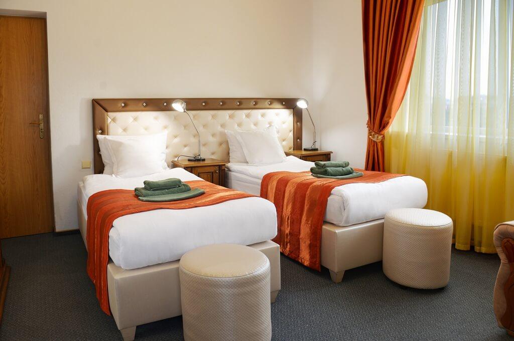 Отель Дианна Сходница Фото - Номер стандарт однокомнатный - Две кровати.